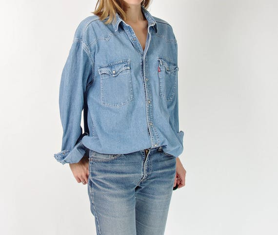 90s Levi's workwear boyfriend fit street style denim shirt / size M-L-XL