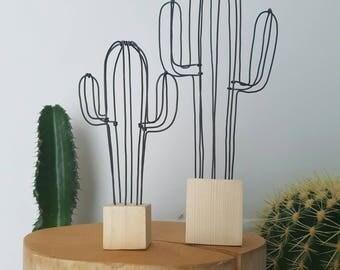 Cactus décoratif en fil de fer noir et socle en bois, version XL