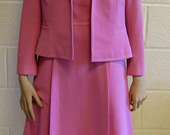 Lovely dusky pink dress suit from the 1970's. Size 10/12.