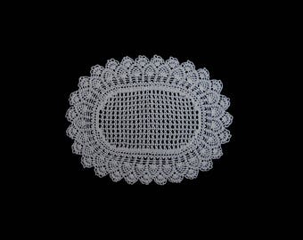Vintage handmade crocheted doily -- white oval crocheted doily with netted pattern and scalloped edge -- 13x9.5 inches / 33x24 cm