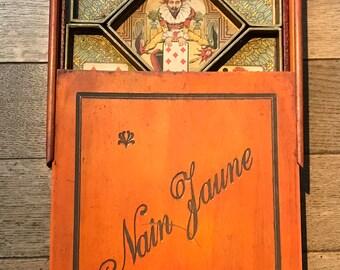 Ancient box, circa 1910 French board game: le nain jaune