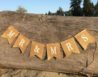Mr. & Mrs. Burlap sign. Wedding sings, rustic wedding decor, cottage chic