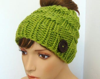Chunky Knit Messy Bun Ponytail Hat Box Stitch Beanie with Pony Tail Hole Women's Green Made in Alaska Wool Blend Active Winter