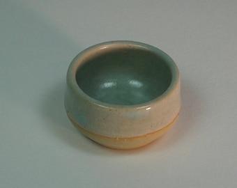 Eggcup minimalist green-beige (ceramic)