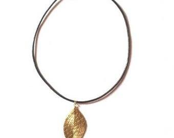 Gold Pendant plant from Brazil - model FOLHIA