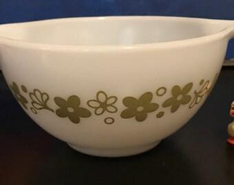 Pyrex Spring Blossom Green Small Cinderella Bowl