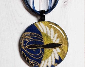 Washi paper, poker chip pendant, Japanese paper jewelry, bird jewelry, bird pendant, resin jewelry,