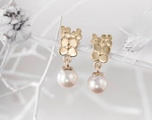 Gold Flower Earrings, Small Gold Earrings, 14k Gold Stud Earring, Pearl Gold Stud Earring, Gold Pearl Earrings, Gold Stud Earring, Gift idea