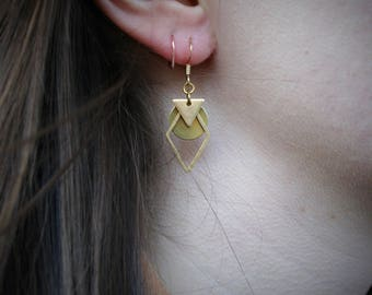 EARRING boho women, superimposed charms (triangle, cercle and diamond shape) and gold string. - BO51-