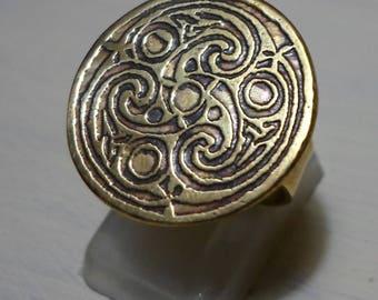 circular Celtic ring