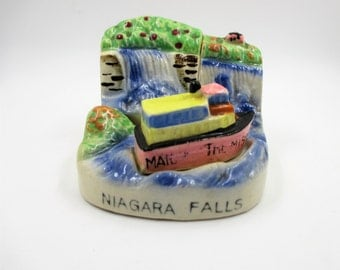 Niagra Falls Salt and Pepper Shakers - Maid of the Mist - Niagra Falls Boat S & P Set - Niagra Falls Souvenir - Kitschy Salt Pepper