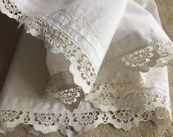 "Vintage 1960's lace valance white cotton 2 yard 17""x 13"" Excellent condition.For shabby chic  home decor sewing clothing costume craft"