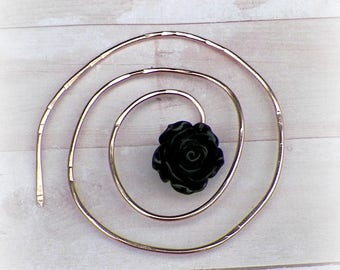 Spiral Shawl Penannular Pin  Mimimalistic Brooch Black Rose Vintage Gold Hammered Minimalist  Style Scarf Pin Outlander