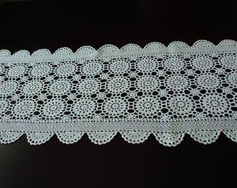 Vintage French stunning hand crochet white cotton table runner (04848)