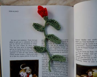 Bookmark Rosebud and leaves in crochet cotton