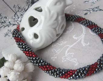 Necklace with grey and red glass bead Melusine twist 'Classic'