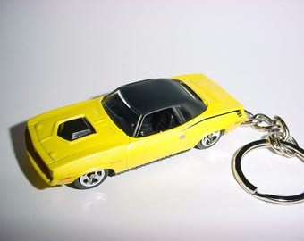 3D 1970 Plymouth HEMI 440 Cuda custom keychain by Brian Thornton keyring key chain finished in yellow/black color trim diecast metal body