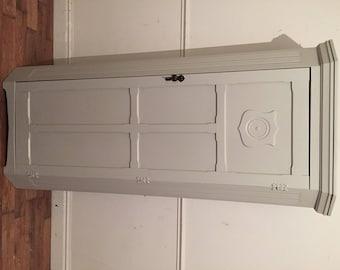 Oak carved hallrobe refurbished in Pavillion Gray