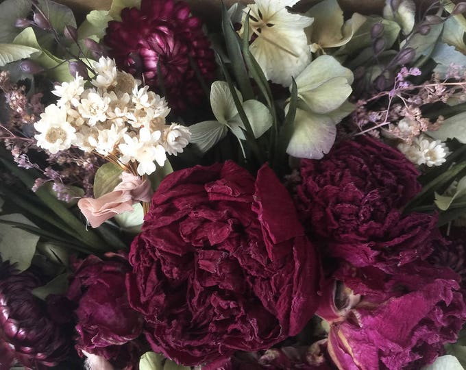 Bloomery Blend No. 0014: Hydrangea Petals, Mini Flower Bunches & Peony Flower Heads /  Burgundy - Green - White