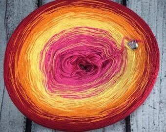Peaches Gradient Yarn Cake
