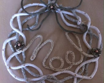 """Crown of """"NOEL"""" shabby in knitting and wire white and ecru"""