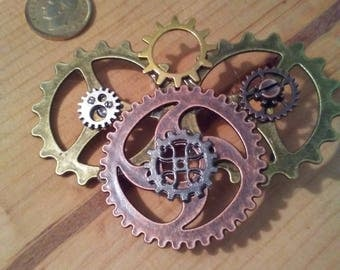 Clockwork brooch