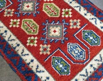 Kazak Heriz Rug with Geometric Pattern in Blueberry 2 x 3
