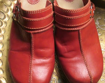 Vintage Naturalizer rusty red leather slip on clogs/mules with suede inside soles and low brown heels. Size 9M.