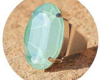 artjany oval xl ring with a swarovski crystal in mint green silver