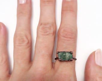 Raw Green Tourmaline Ring, Large Green Tourmaline Ring, Green Tourmaline Copper Ring, Green Stone Ring, Large Green Tourmaline Bar Ring