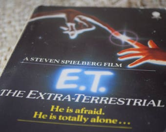 E.T. The Extra-Terrestrial. William Kotzwinkle. PaperBack Book. Steven Spielberg. First Edition