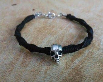 Macrame silver skull bracelet. Gothic bracelet. Skull bracelet.