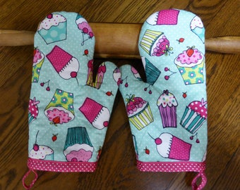 Youth Size Oven Mitt, Blue and Pink Cupcake Print, Girl or Boy Apron, Kids Custom Oven Mitts, Child Chefs Apron Matching Oven Mitt Handmade