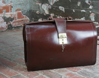 Chestnut brown English vintage lawyers briefcase satchel with key