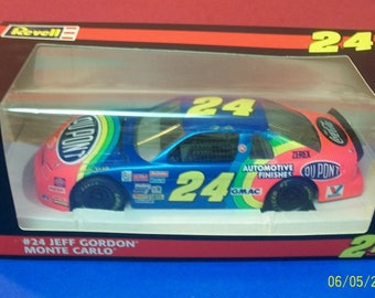 1995 Jeff Gordon Dupont #24  Revell NASCAR 1/24 Scale Diecast New In Box Collectible Car