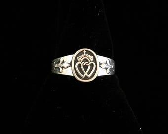 antique french royalist heart of Vendée ring with fleur de lis