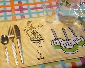 Plotterdatei Serie Oktoberfest Wiesn Dirndl Lebkuchenherz Tracht Geweih Edelweiß Lolli Zuckerwatte Charivari Hosenträger Riesenrad Brezel