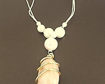 Necklace pearl beads and quartz stone