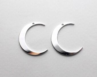 P0677/Anti-Tarnished Rhodium Plating Over Brass/Large Crescent Pendant/20x25mm/2pcs