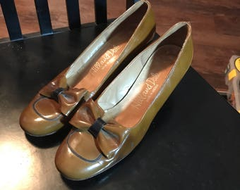 Vintage 1960's Hill and Dale Stacked Heel Pump