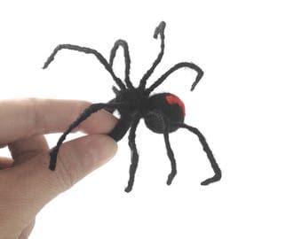 Black widow spider handmade needle felt ring in Acrylic fibers wool. Fashion jewelry. Needle felting gift