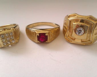 3 men's gold coloured rings