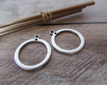 2 Breloque cercle 2.5 cm pendentif en métal argenté  - trou 2 mm  - 541.22