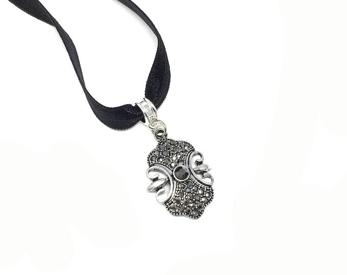 LISA: gothic black elastic choker