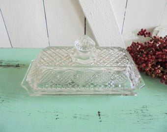 Vintage glass jar of Pressgals AVON glass box Jewellerie