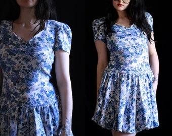 vintage 80's blue & white floral print puffy skirt mini drop waist party dress •flower print short skirt, wide neck, short sleeve dress •