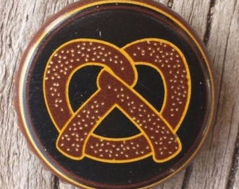 Shock Top Twisted Pretzel Wheat Micro Craft Used No Dents Beer Bottle Cap Crown Art Supply Repurpose Upcycle