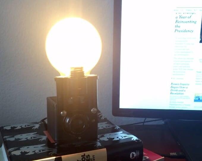 Kodak Camera Accent light with flash. Perfct Gift for photographers. Vinatge lamp