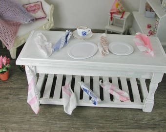 Dollhouse miniatures, dish towel cream / white in miniature for the doll's House, in the scale of 1zu12 for the Doll House