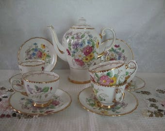 Tuscan Fine Bone China, Tea Pot, 5 Dainty Cups and 6 Saucers (SHIPPING INCLUDED)